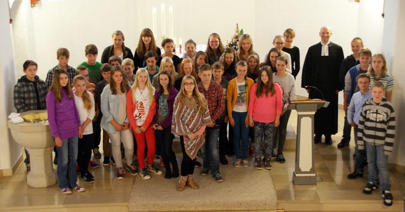Der Konfi-Kurs K16 beim Begrüßungsgottesdienst im September 2014